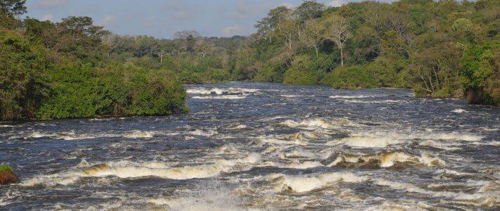 Vorbei an den Karuma Falls